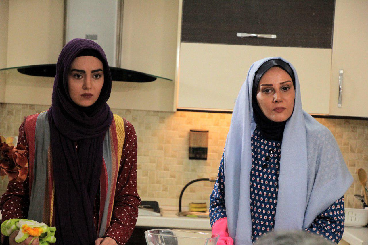 شیوا خسرومهر در صحنه سریال تلویزیونی عمودیها