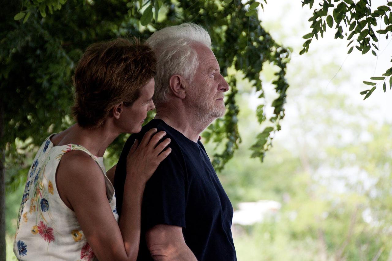 Carole Bouquet در صحنه فیلم سینمایی Unforgivable به همراه André Dussollier