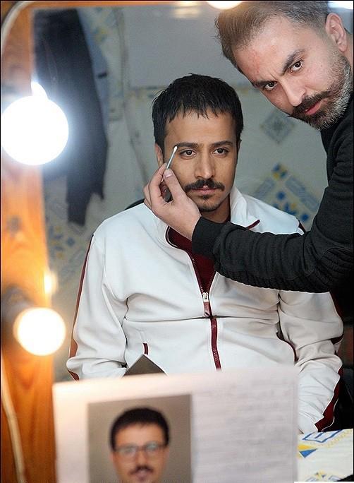 علی بهرامیفر در تست گريم سریال تلویزیونی همسایهها به همراه حسین سلیمانی