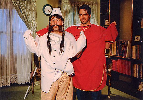 مهران غفوریان و پوریا پورسرخ در فیلم شیر و عسل