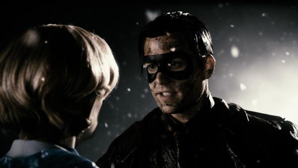 سارا پاولسون در صحنه فیلم سینمایی اسپریت به همراه Gabriel Macht