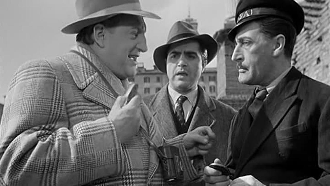 آلدو گیفره در صحنه فیلم سینمایی Cops and Robbers به همراه Totò و William Tubbs
