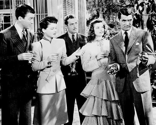 Ruth Hussey در صحنه فیلم سینمایی The Philadelphia Story به همراه کری گرانت، کاترین هپبورن، جیمزاستوارت و جان هوارد