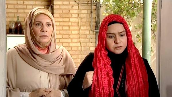 مهشاد مخبری در صحنه سریال تلویزیونی سهمی برای دوست به همراه مهتاج نجومی