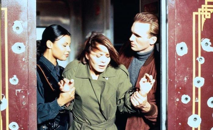 Peter Greene در صحنه فیلم سینمایی تحت محاصره2: قلمرو تاریکی به همراه Afifi Alaouie و Brenda Bakke
