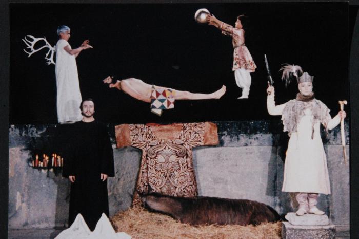 Sofiko Chiaureli در صحنه فیلم سینمایی رنگ انار