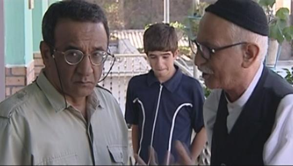 کیومرث ملکمطیعی در صحنه سریال تلویزیونی مدرسه ما به همراه علیرضا اوسیوند