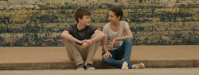 Emma Fuhrmann در صحنه فیلم سینمایی Lost in the Sun به همراه Josh Wiggins