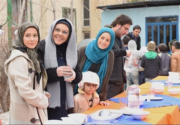 افسانه چهرهآزاد در صحنه سریال تلویزیونی راه و بیراه به همراه شقایق دهقان، محسن کیایی و الناز حبیبی