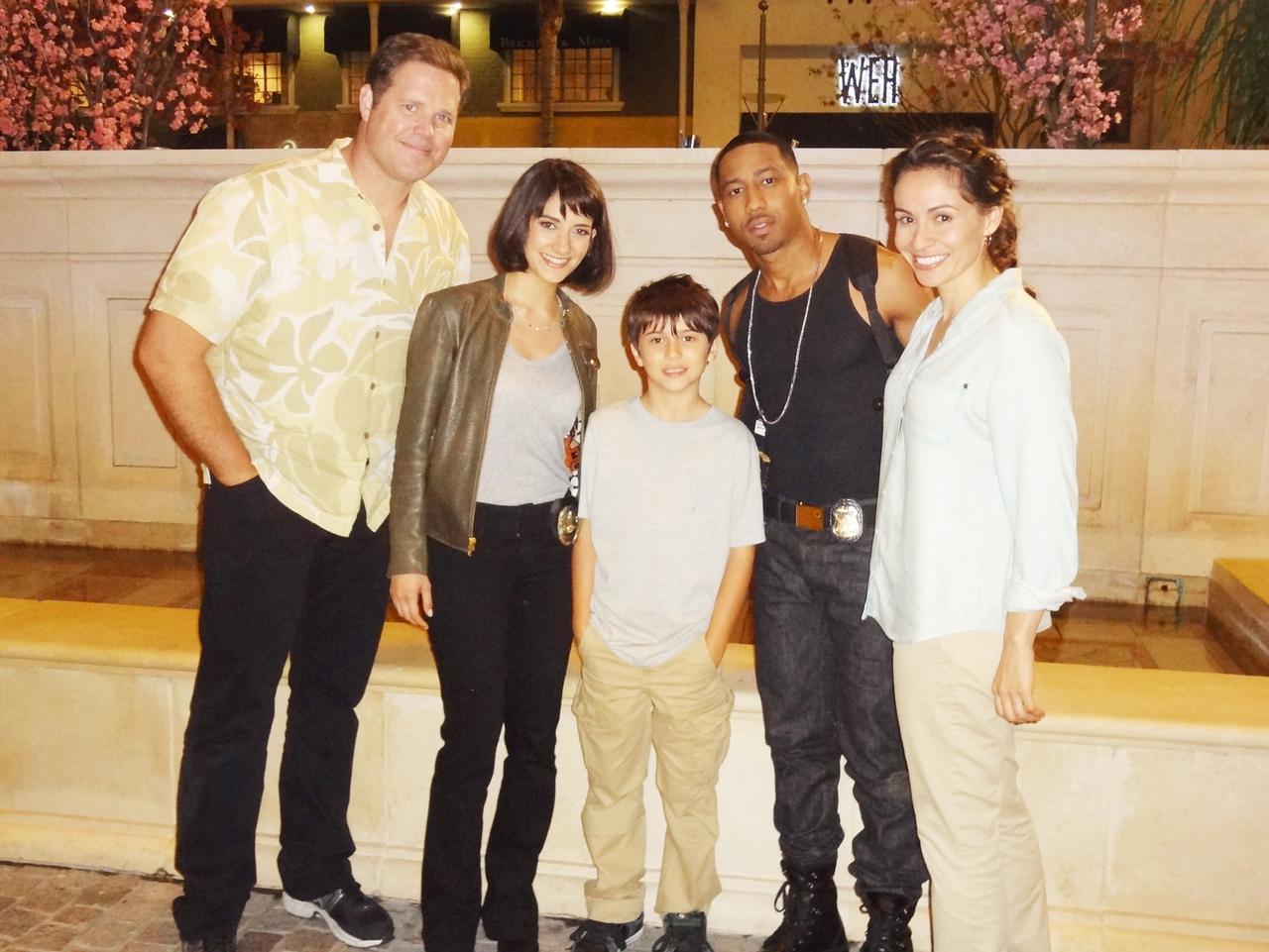 دیوید دنمان در صحنه فیلم سینمایی Beverly Hills Cop به همراه Presciliana Esparolini، Brandon T. Jackson و شیلا وند