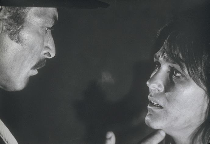 رادا راسیمو در صحنه فیلم سینمایی خوب، بد، زشت به همراه لی ون کلیف