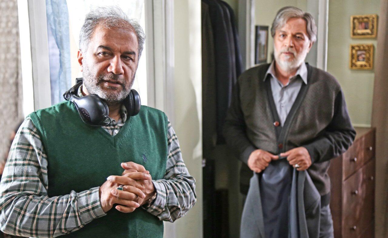 محمدمهدی عسگرپور در صحنه سریال تلویزیونی رهایم نکن به همراه امین تارخ