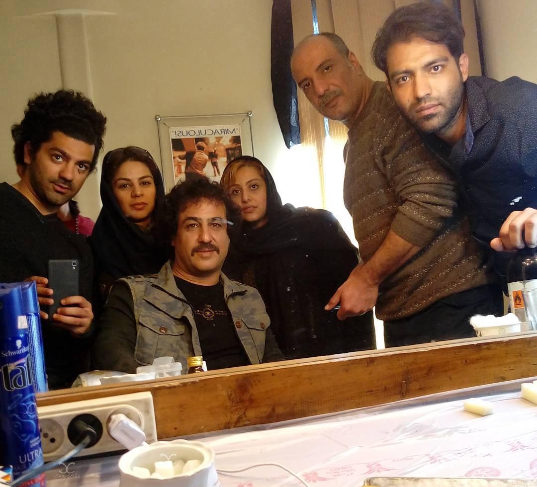رامین راستاد در تست گريم فیلم سینمایی آزاد به قید شرط به همراه امیر جعفری و مجتبی پیرزاده