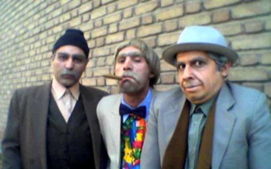 هادی کاظمی در صحنه سریال تلویزیونی پاورچین به همراه سید جواد رضویان و مهران مدیری