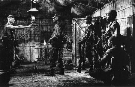 Allen Payne در صحنه فیلم سینمایی The Walking Dead به همراه Vonte Sweet، Eddie Griffin، جو مورتون و Roger Floyd
