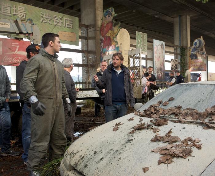 آرون تیلور جانسون در صحنه فیلم سینمایی گودزیلا به همراه Gareth Edwards