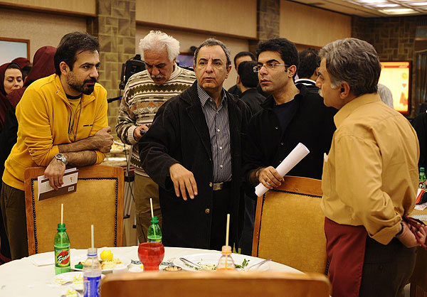 محمدرضا هنرمند در پشت صحنه سریال تلویزیونی آشپزباشی