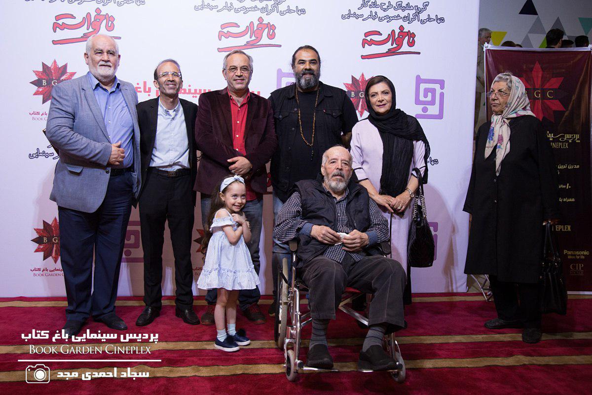 مهوش وقاری در صحنه فیلم سینمایی ناخواسته به همراه محمدحسین لطیفی، محسن قاضیمرادی و برزو نیکنژاد