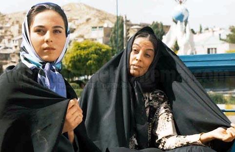 رعنا آزادیور و سهیلا رضوی در فیلم سینمایی مارمولک
