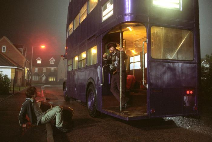 لی اینگلبای در صحنه فیلم سینمایی هری پاتر و زندانی آزکابان به همراه دنیل ردکلیف