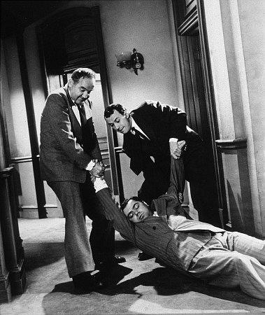 برودریک کرافورد در صحنه فیلم سینمایی The Mob به همراه Richard Kiley و ارنست بورگناین