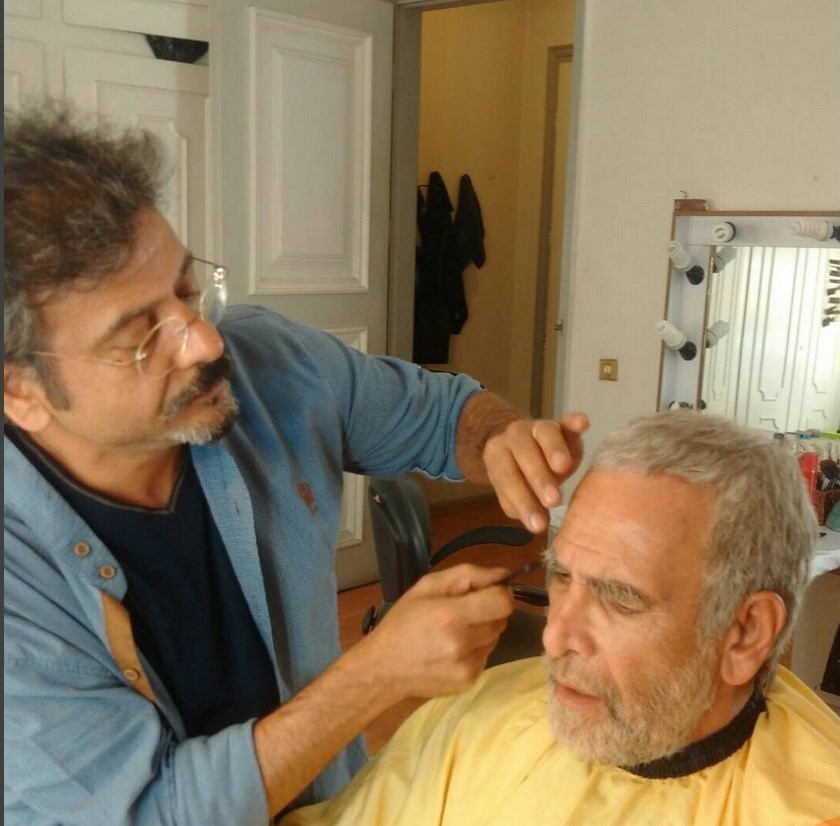 مجید اسکندری در تست گريم سریال تلویزیونی سرزمین مادری به همراه حسین محجوب
