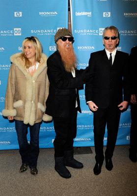 Billy Gibbons در صحنه فیلم سینمایی The Smell of Success به همراه Téa Leoni و بیلی باب تورنتون