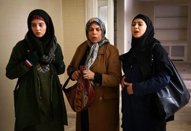 مهسا طهماسبی در صحنه سریال تلویزیونی دیوار به دیوار 2 به همراه گوهر خیراندیش و آزاده صمدی
