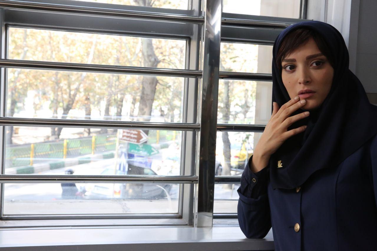 فیلم سینمایی زیر سقف دودی با حضور بهنوش طباطبایی