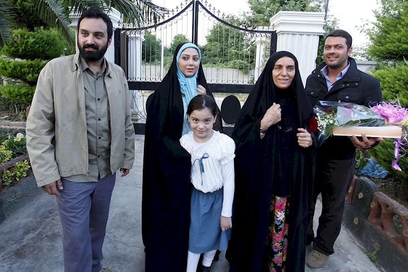 مریم سلطانی در صحنه سریال تلویزیونی دولت مخفی به همراه پژمان بازغی، مریم بوبانی و کاوه خداشناس