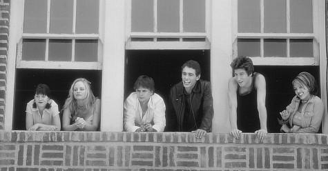 Jeremy Jordan در صحنه فیلم سینمایی Never Been Kissed به همراه Jordan Ladd، Branden Williams، جسیکا آلبا، جیمز فرانکو و Marley Shelton