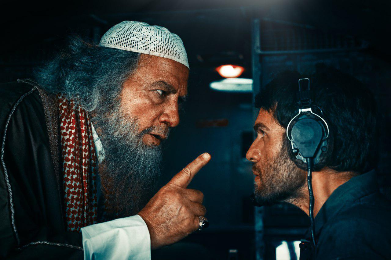 بابک حمیدیان در صحنه فیلم سینمایی به وقت شام به همراه پیر داغر