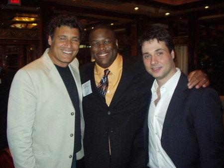 Adam Ferrara در صحنه فیلم سینمایی Serial به همراه Michael J. Arbouet و استیون باوئر