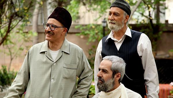 مسعود سخایی در صحنه سریال تلویزیونی خاطرات مرد ناتمام به همراه محمود پاکنیت