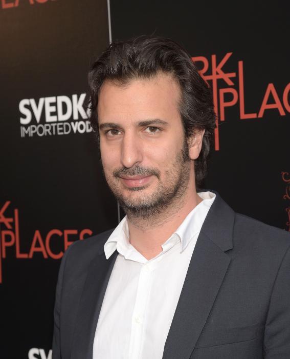 Gilles Paquet-Brenner در صحنه فیلم سینمایی مکان های تاریک