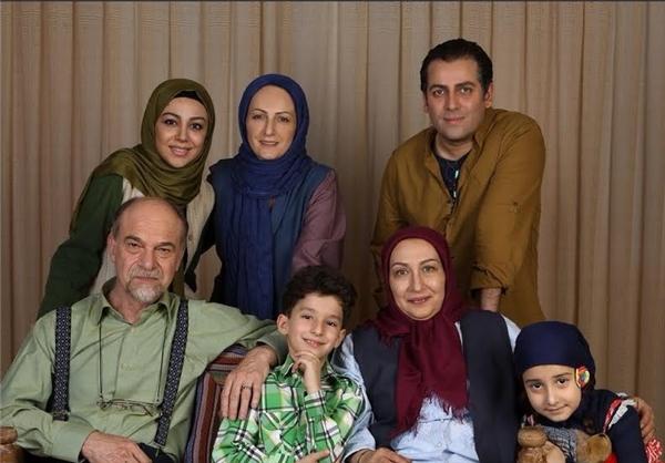 فاطیما حاجتی در صحنه سریال تلویزیونی یادداشتهای یک زن خانهدار به همراه شقایق دهقان، فریبا جدیکار و امیررضا دلاوری