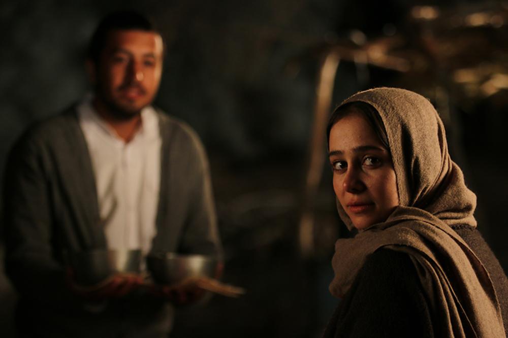 الناز حبیبی و مهرداد صدیقیان در فیلم سینمایی ناخواسته