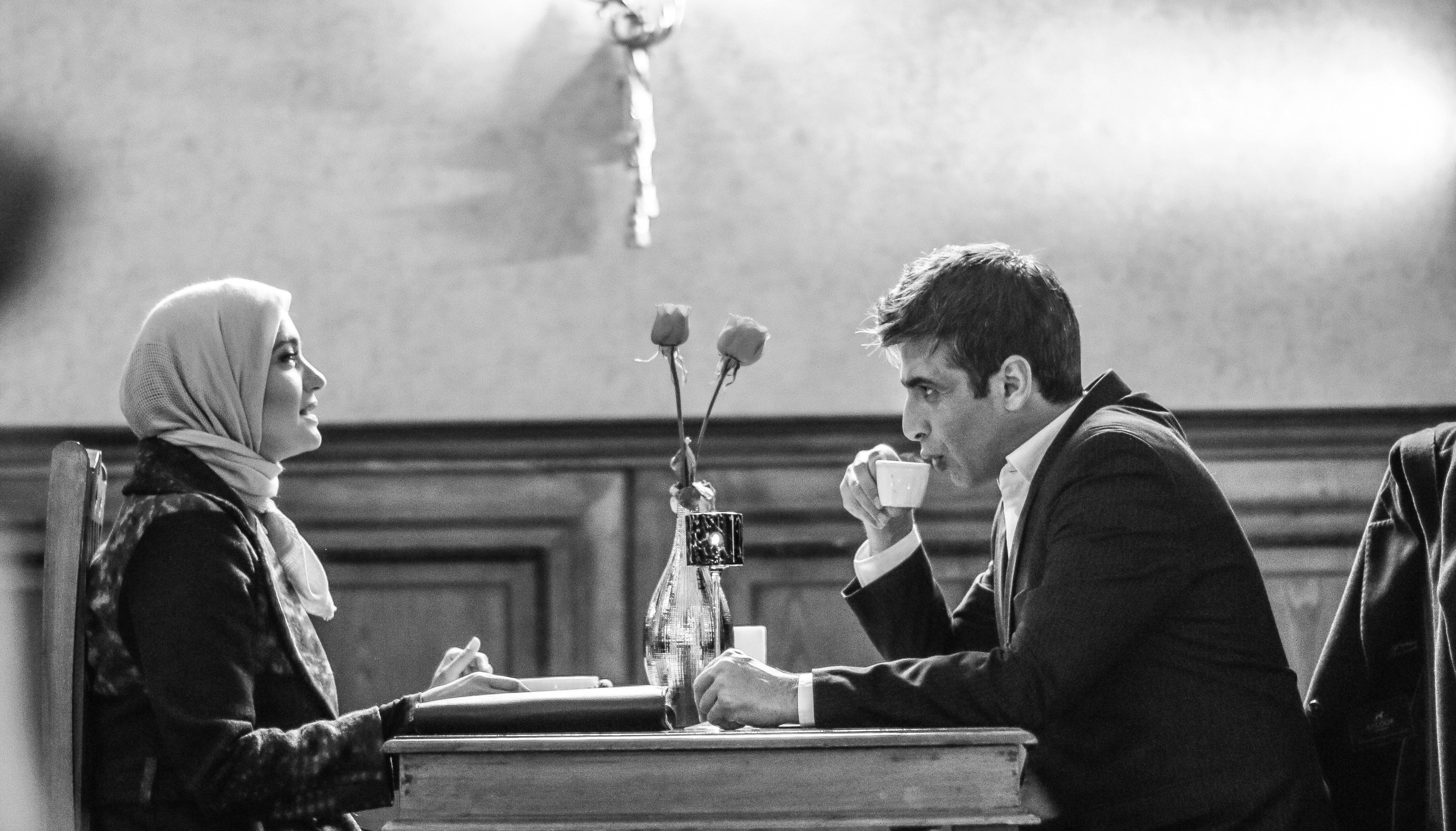 حمید گودرزی در صحنه سریال تلویزیونی بر سر دو راهی