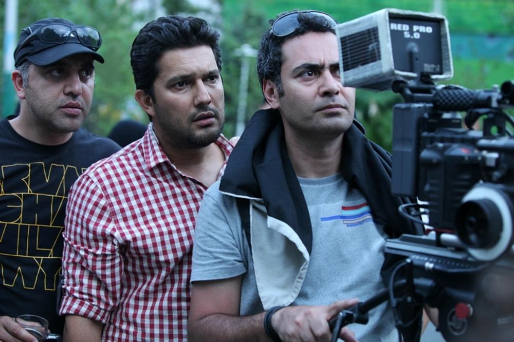 شهرام شاهحسینی در پشت صحنه فیلم سینمایی خانه دختر به همراه حامد بهداد