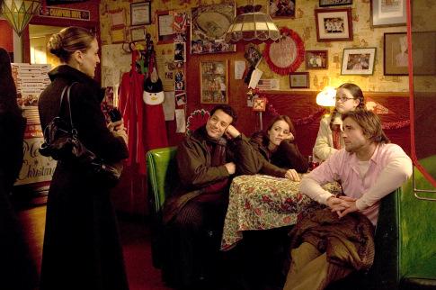 Savannah Stehlin در صحنه فیلم سینمایی سنگ خانواده به همراه Tyrone Giordano، Luke Wilson، سارا جسیکا پارکر و ریچل مک آدامز