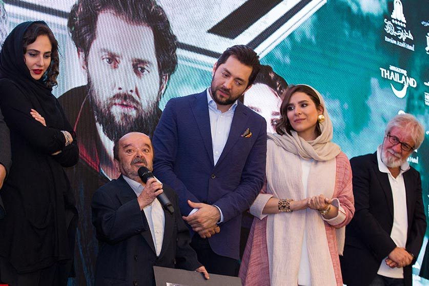اسدالله یکتا در جشنواره فیلم سینمایی چهارراه استانبول به همراه بهرام رادان، سحر دولتشاهی، مسعود کرامتی و رعنا آزادیور