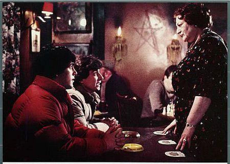 Lila Kaye در صحنه فیلم سینمایی گرگ نمای آمریکایی در لندن به همراه گریفین دان و David Naughton