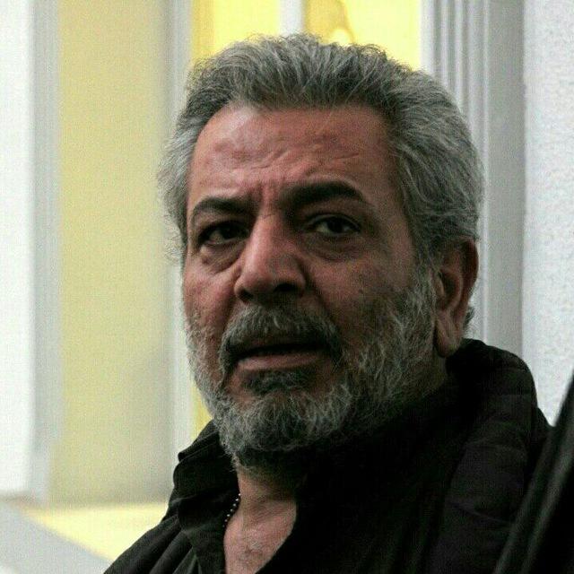 تصویری از وحید سیفی، بازیگر و جانشین تولید سینما و تلویزیون در حال بازیگری سر صحنه یکی از آثارش