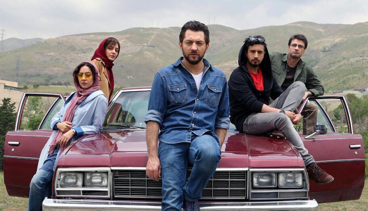 ساره بیات و بهاره کیانافشار در فیلم زرد
