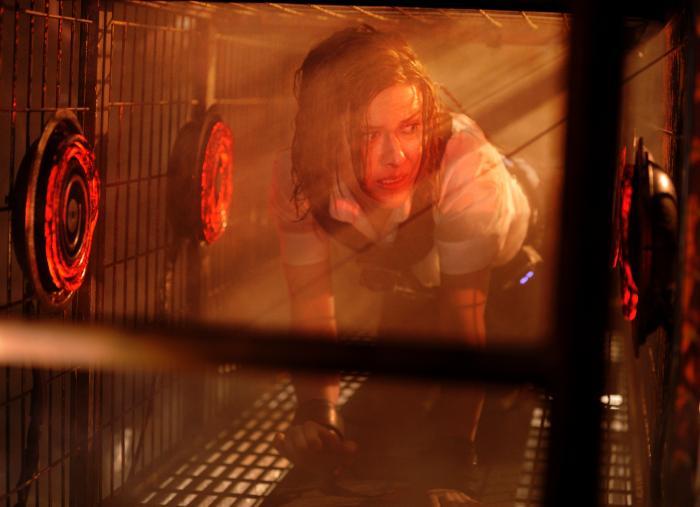 Caroline Cave در صحنه فیلم سینمایی اره ۶