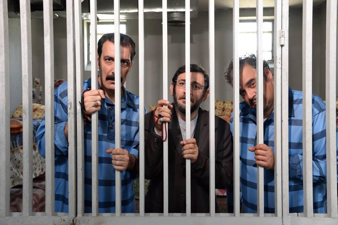هدایت هاشمی در صحنه فیلم سینمایی زندانی ها به همراه هومن برقنورد و بهنام تشکر