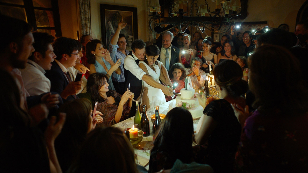 Eduard Fernández در صحنه فیلم سینمایی Everybody Knows به همراه راجر کاسامیجور، Elvira Mínguez، Jordi Bosch و Bárbara Lennie