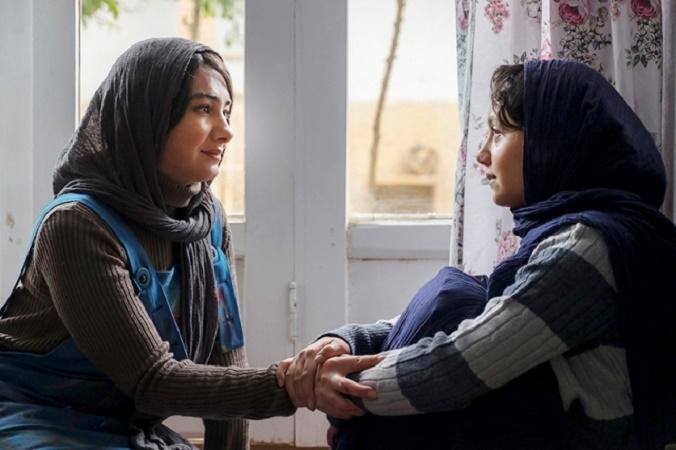 هانیه توسلی و نازنین بیاتی در فیلم مادری