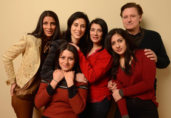 Cherien Dabis در صحنه فیلم سینمایی May in the Summer به همراه بیل پولمن، عالیه شوکت، Nadine Malouf، Ritu Singh Pande و Hiam Abbass