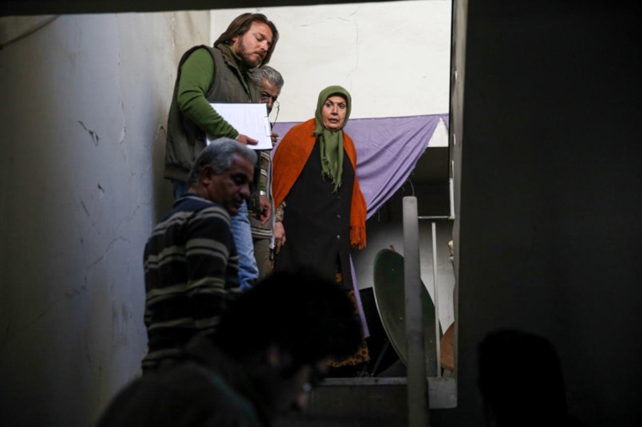 امیر کریمی در پشت صحنه سریال تلویزیونی پادری به همراه شهین تسلیمی